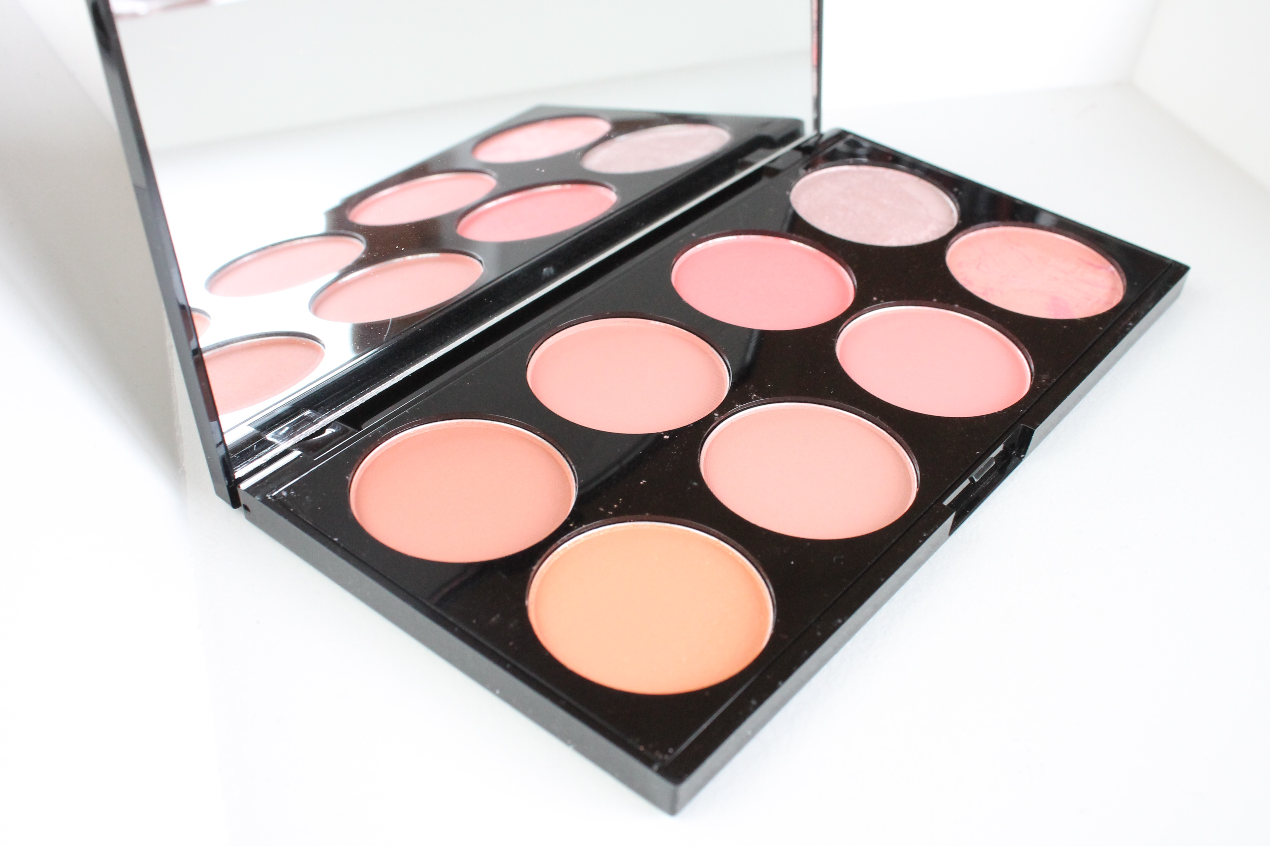 Make Up Revolution Blush Palette